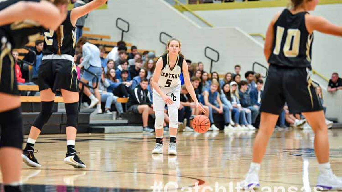 Dec, 6, 2019; Andover, Kansas, USA;  during an AVCTL matchup between Andover Central and Maize South  ©Kelly Ross