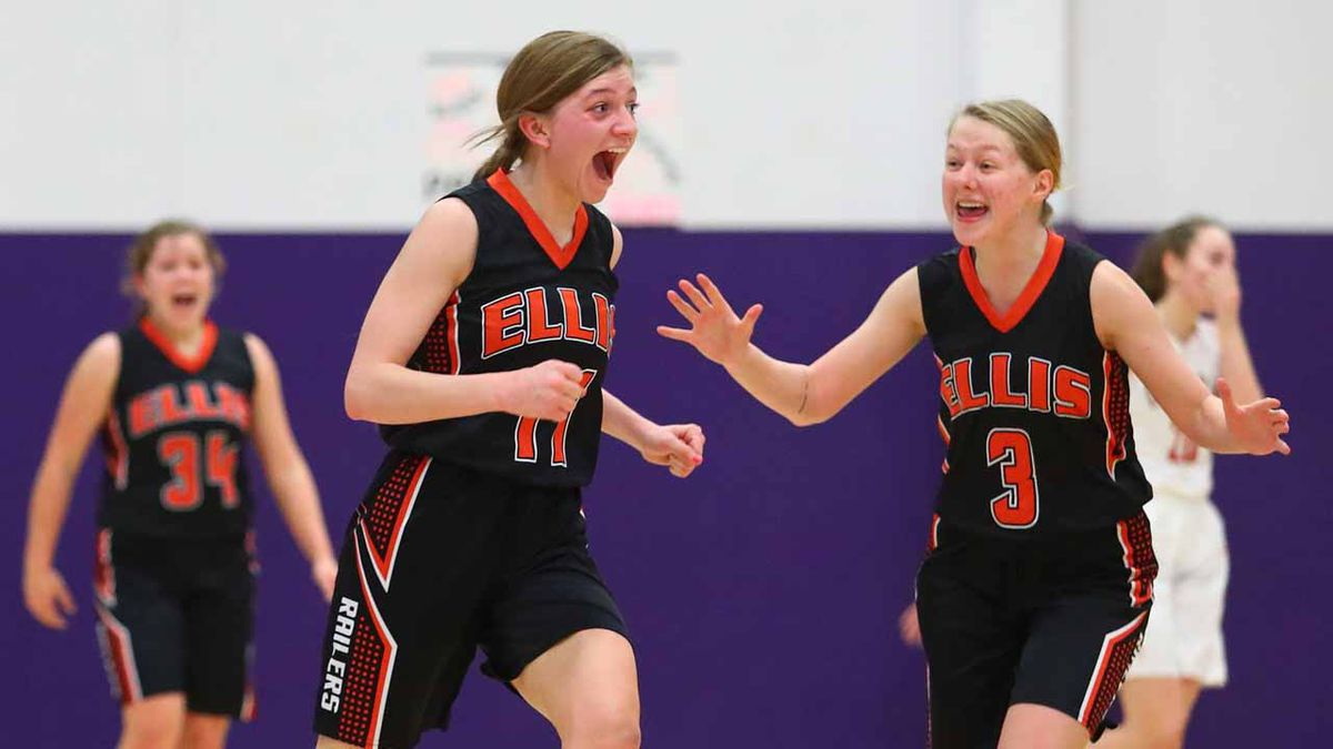 Ellis edged out Smith Center to advance to the sub-state finals Friday night